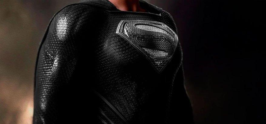 El traje negro de Superman