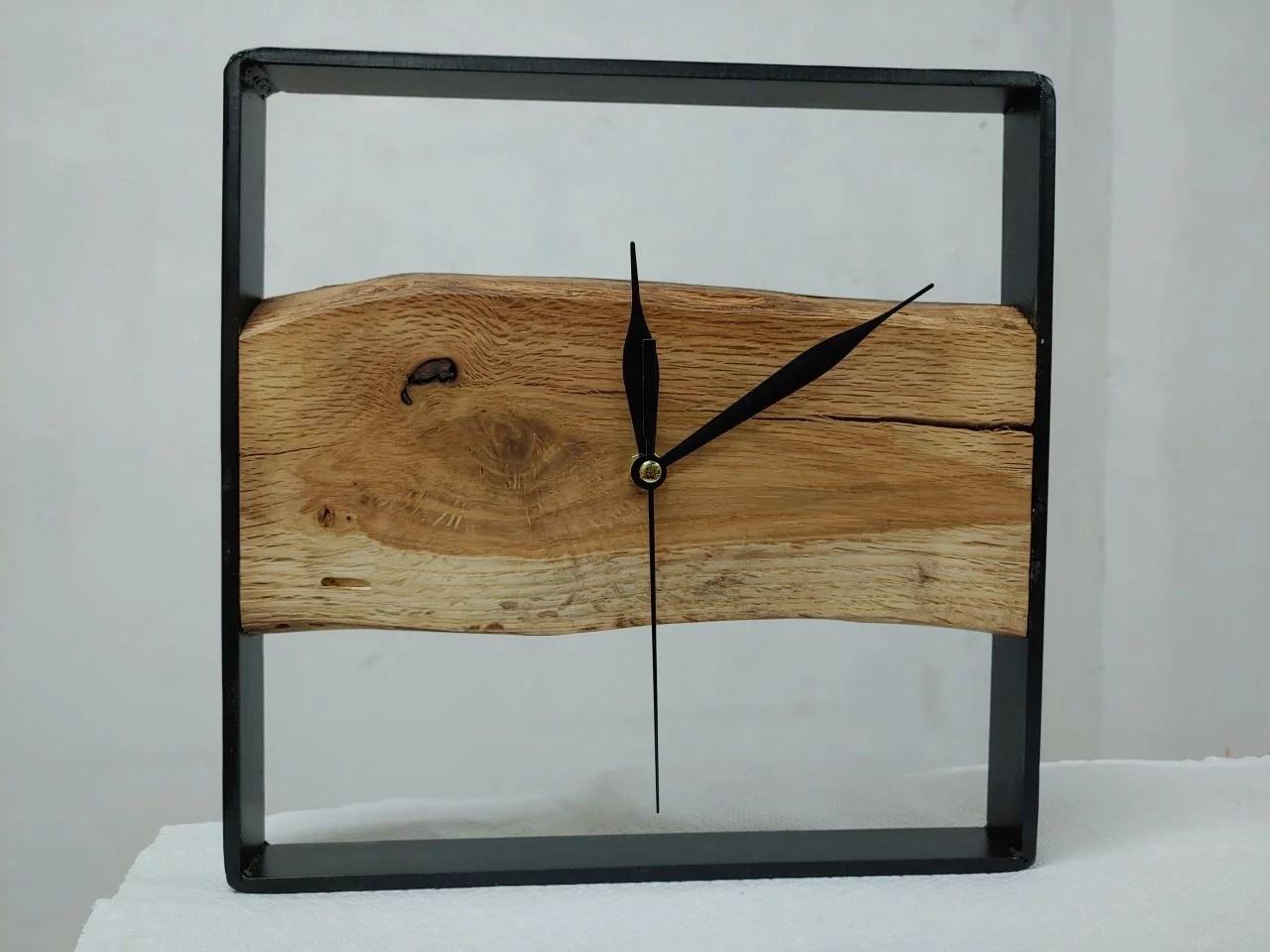 Designové hodiny kov a dřevo post thumbnail