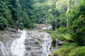 Wasserfall mitten im Regenwald