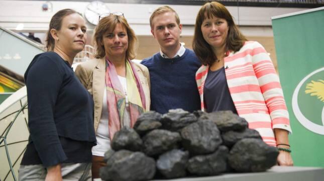 <p>Miljöpartisterna Maria Wetterstrand, Isabella Lövin, Gustav Fridolin och Åsa Romson kampanjade för att lägga ned brunkolsverksamheten.<br _mce_bogus=