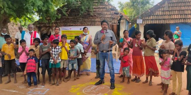 जागरूकता बढ़ाने से लेकर ग्रामीण क्षेत्रों में गरीब परिवारों को शौचालय और सुरक्षित पेयजल की मदद पहुंचाने में 55 वर्षीय एस दामोदरन ने 3 दशक बिताए हैं.