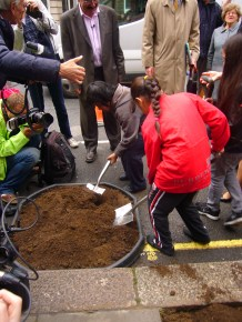Local school children plant on New Cavendish Street
