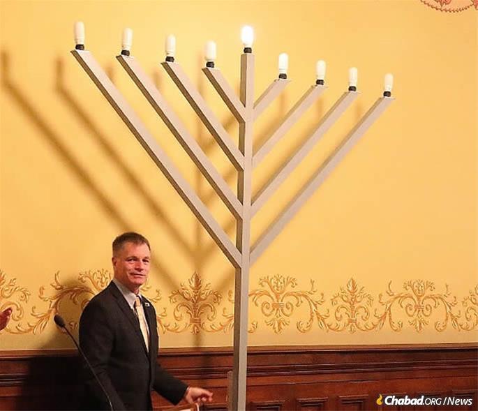 Mark Gordon is celebrating pre-Chanukah in the State Capitol. (Credit: Scott Hughes)