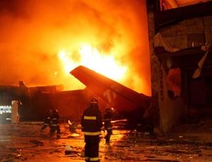https://i2.wp.com/w3.i.uol.com.br/Wap/2010/03/30/midia-indoor-cotidiano-brasil-acidente-em-voo-da-tam-de-2007-que-saiu-de-pista-do-aeroporto-de-congonhas-e-matou-199-pessoas-ao-bater-em-predio-maior-tragedia-da-aviacao-brasileira-1269957972973_300x230.jpg