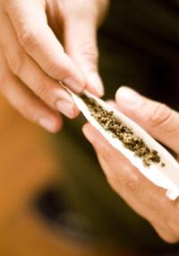 A pesquisa mostrou que os prejuízos são maiores entre os usuários que começaram a fumar antes dos 15 anos