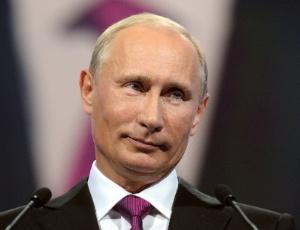 Vladimir Putin, ex-presidente e atual primeiro-ministro da Rússia, discursa durante congresso do partido Rússia Unida em Moscou