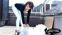 Jav Uncensored Mio Futaba morning garbage out to the neighborhood of the playful next to no bra wife