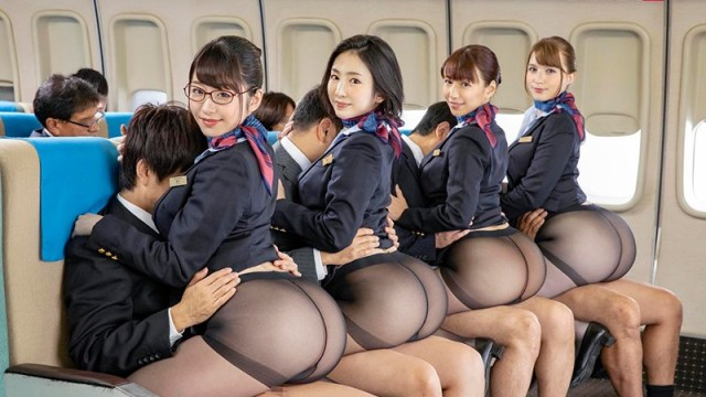SDDE-643 In-Flight Sexual Services: Uniform, Lingerie, Or Totally Nude 13