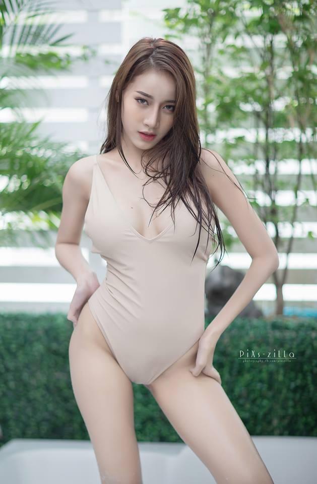 chet-lang-ngam-pichana-yoosuk-sexy-trong-bon-tam (1)