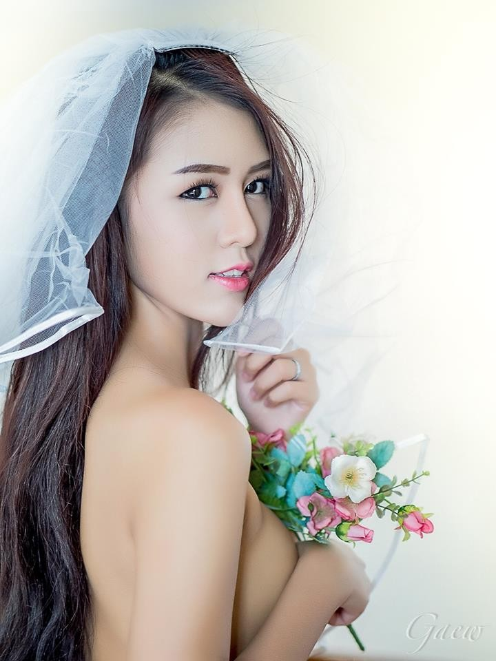 choang-vang-voi-man-khoe-veu-sieu-bạo-cua-manow (10)