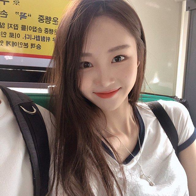 xieu-long-ve-dep-trong-veo-cua-hot-girl-Young-Yeon-xu-han (1)