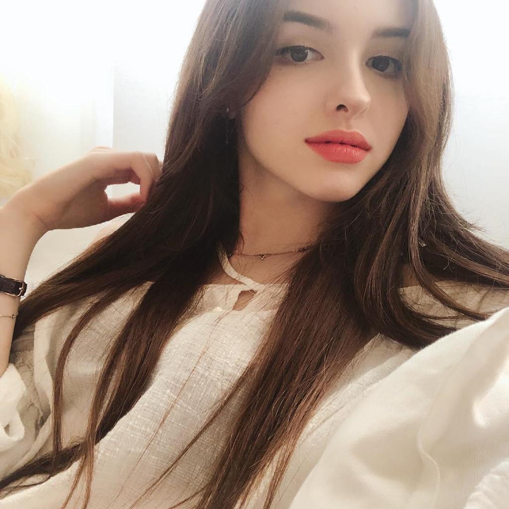 hot-girl-Karimova-Elina-dao-tung-chao-gioi-tre-vi-qua-xinh-dep (1)