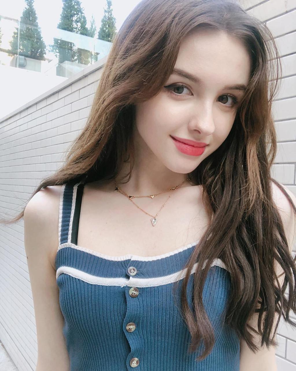 hot-girl-Karimova-Elina-dao-tung-chao-gioi-tre-vi-qua-xinh-dep (5)
