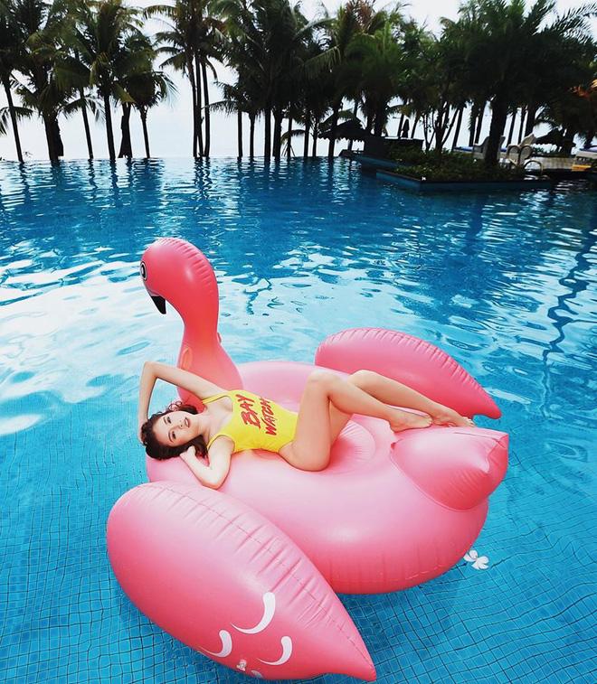 thanh-thanh-huyen-dot-mat-fan-bang-muon-kieu-bikini-sexy (9)