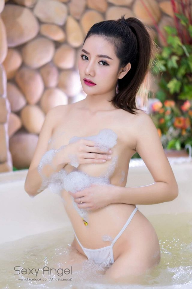 xit-mau-mui-lap-tuc-vi-co-nang-Atittaya-Chaiyasing-khoe-nguc-khung (7)