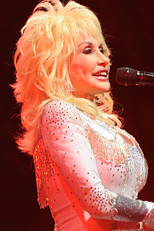 https://i2.wp.com/wac.450f.edgecastcdn.net/80450F/tasteofcountry.com/files/2011/03/dolly-parton-031111b.jpg
