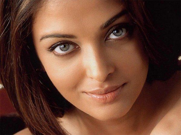 beautiful eyes 10 Girls With Beautiful Eyes