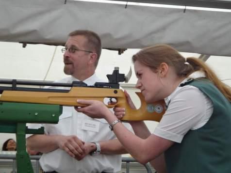 Die neue Schützendame des Jahres Andrea Illner im Anschlag