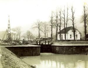 Die Papiermühlenschleuse zur Zeit des Wehrbaus, Anfang der 30er Jahre im 20. Jahrhundert. Aufnahme.: Fischer