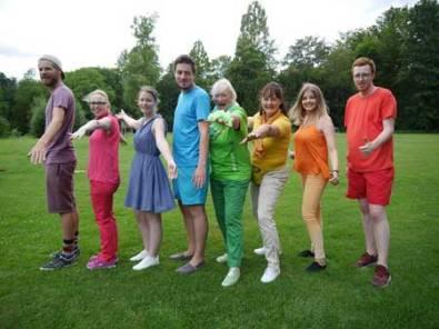 Als Regenbogen präsentierten sich die Teilnehmer des internationalen Jugendcamps vom Jubb.