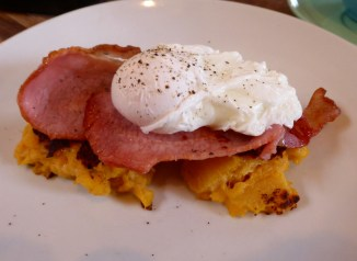 Soulshine's Farl, poached eggs & bacon