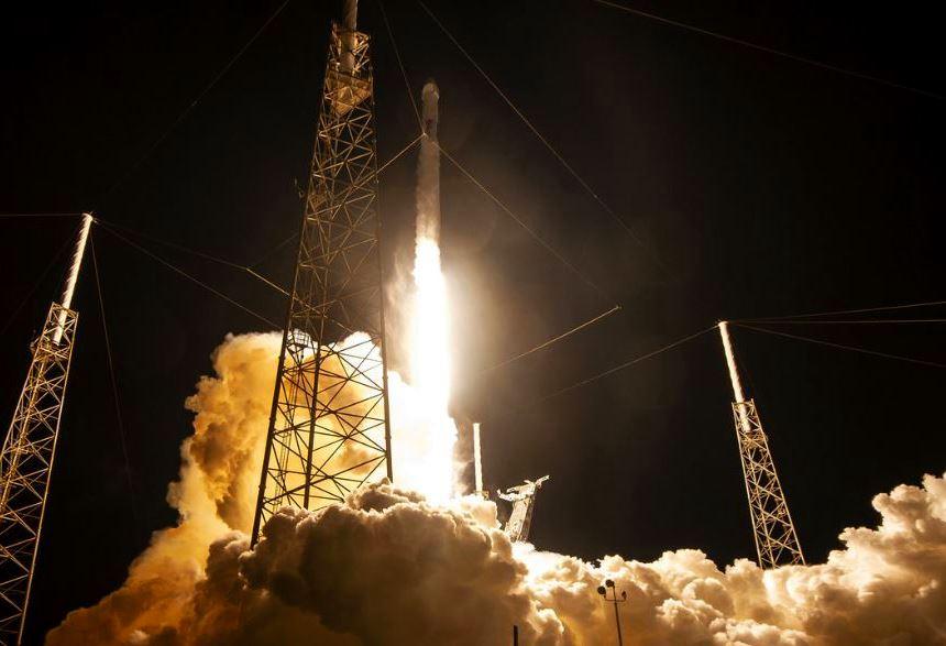 SpaceX va trimite mii de sateliti Internet Starlink pe orbita Pamantului pentru ca Internetul sa poata fi accesat din orice loc al mapamondului