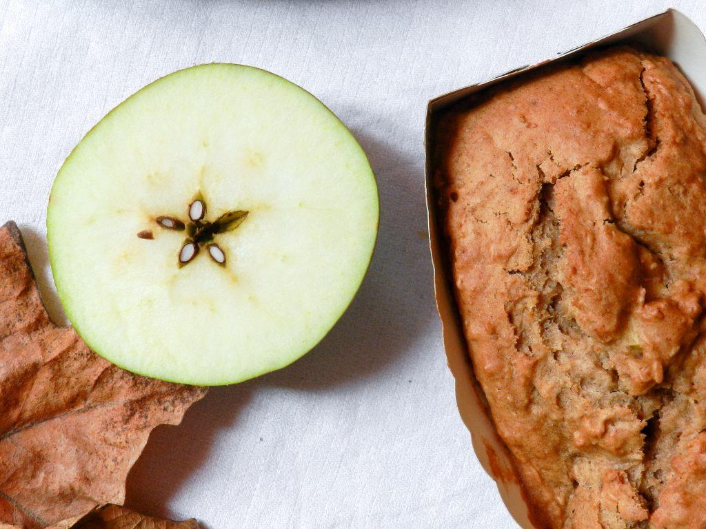 Mini cakes aux pommes, aux épices et aux pois chiches