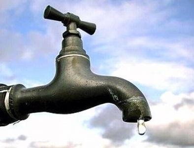 سكان الحي الإداري بمقاطعة توجنين يعانون أزمة  الماء (تفاصيل)