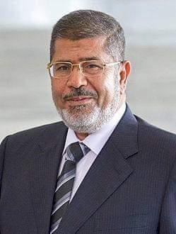 رئيس سابق لمصر يتوفى فجأة أثناء المحاكمة
