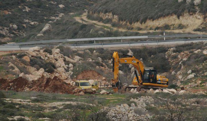 """""""محدث"""" الاحتلال يجرف طريقا في بلدة بتير غرب بيت لحم"""