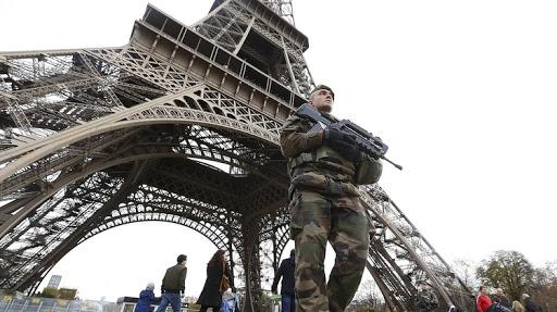 إخلاء برج إيفل بعد تهديد بقنبلة