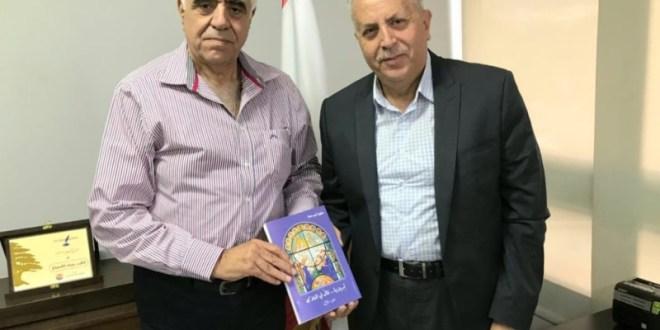 القصيفي تسلم من سهيل أبو حلا كتابه تريزيا …قال لي الملاك