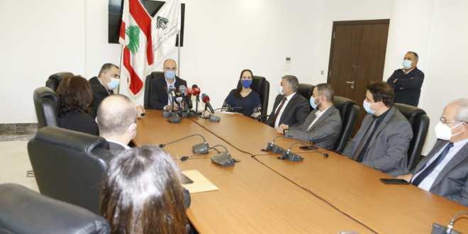 حسن تسلم أجهزة PCR هبة من منظمة الصحة العالمية لمستشفيات حكومية وللجامعة اللبنانية