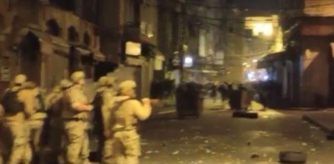 الجيش يطارد المحتجين في اسواق طرابلس الداخلية