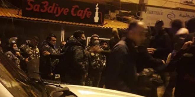 قوى الأمن تغلق مقاهٍ مخالفة لقرار الإقفال في طرابلس (صور)