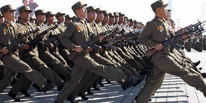 كوريا الشمالية تستقبل بايدن بعرض صواريخ باليستية