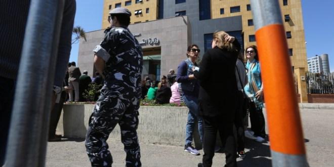 وزير التربية يُعلن الإضراب ضدّ حكومته: هل جرى التنسيق مع وزير الصحة لتأمين اللقاح؟