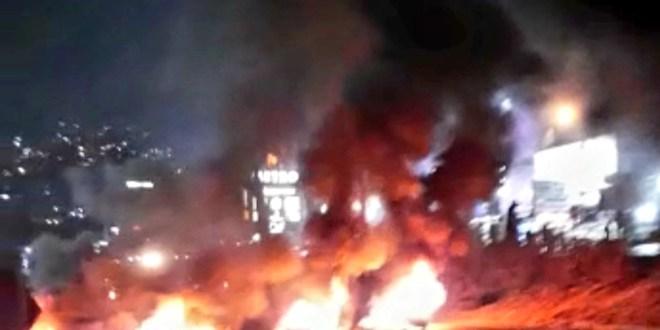 محتجون أقفلوا إوتوستراد غزير وآخرون تجمعوا في الزوق