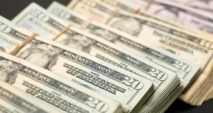 بعد وصوله أمس إلى 10 آلاف.. كيف افتتح الدولار اليوم في السوق الموازية؟