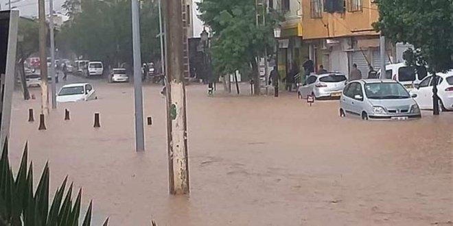 مقتل أربعة أشخاص على الأقل جراء سيول في الجزائر