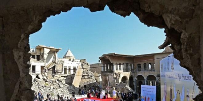 """بالصور- البابا فرنسيس يصل إلى """"المدينة المدمرة"""""""