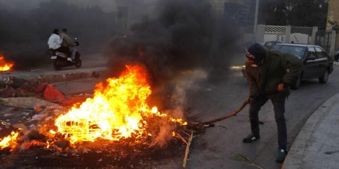 البلد على نار والحكومة في الثلاجة.. وجنون الدولار يجدّد ثورة 17 تشرين