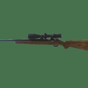 Carl Gustafs Scheibenkarabiner im Kaliber 6,5x55 mit Zielfernrohr und braunem Holzschaft