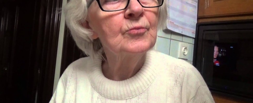 Belgian waffles with my granny part 1! Granny's recipe guide! Best Belgian Waffles! Classic Recipe!