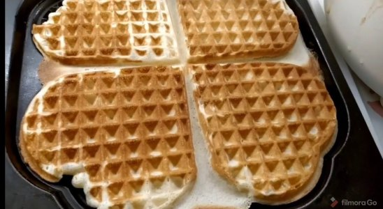 Perfectly Easy Homemade Waffle Recipe  | Summi's Kitchen
