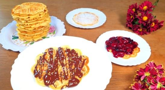 SUPER EASY homemade basic Waffles Recipe - Foolproof Recipe