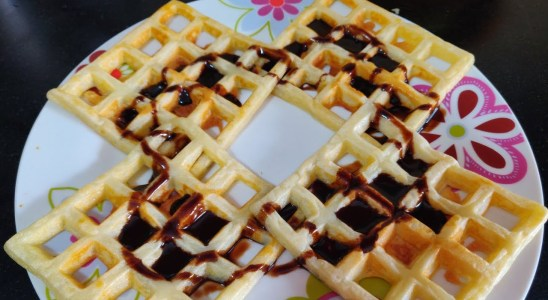 Eggless Waffles | Easy crispy waffles recipe | No soda, no backing powder vegetarian waffle