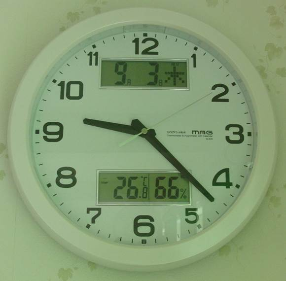 割安な電波掛け時計