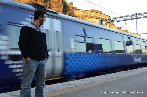 Train att Edinburgh Waverley Railway Station