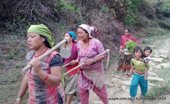chitlang women walking